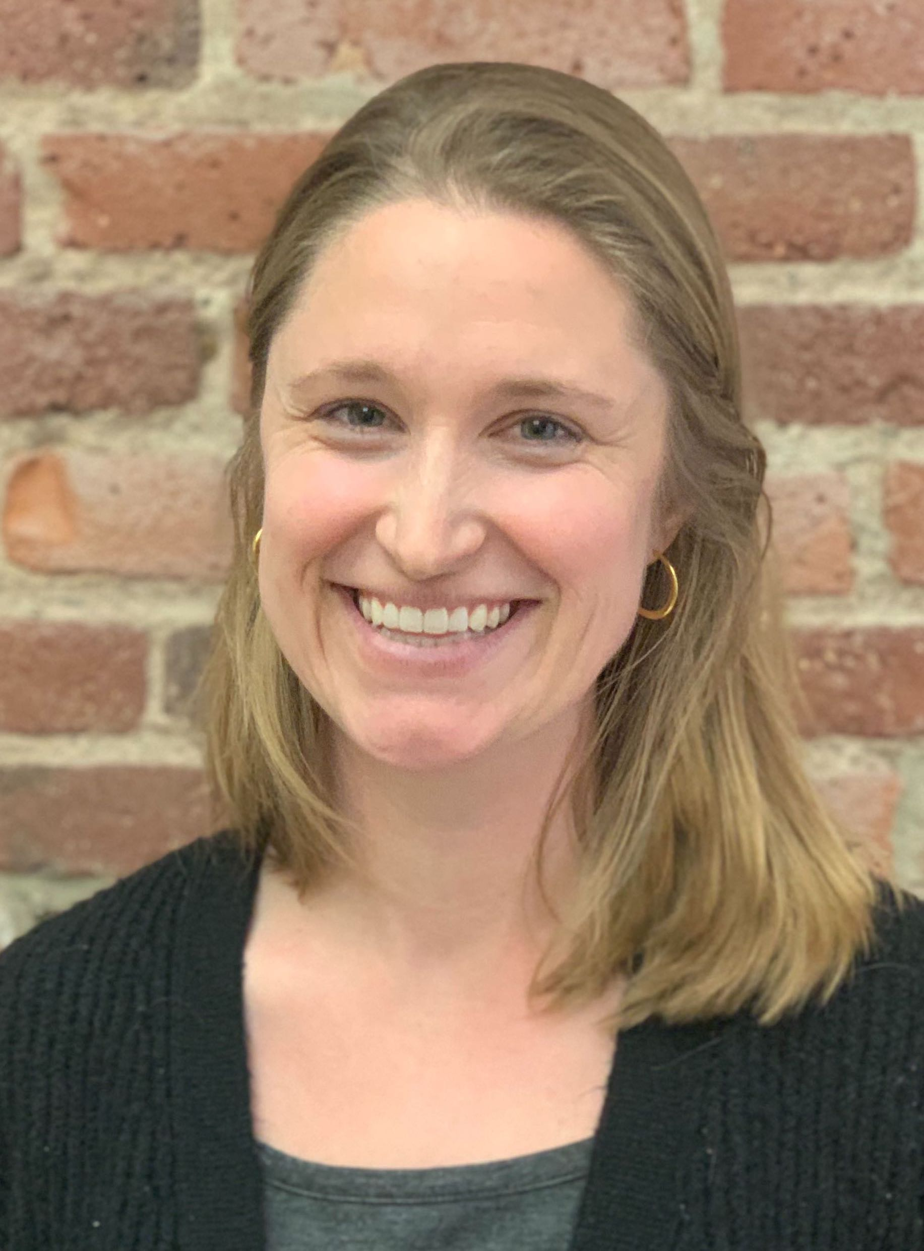 Maggie Roth Headshot